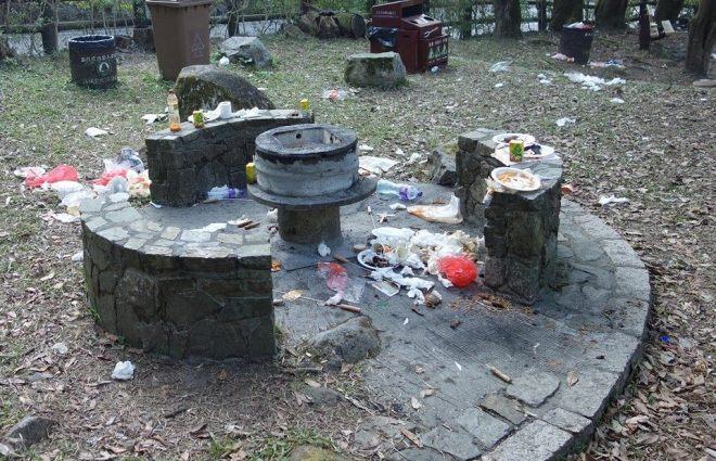 大帽山燒烤場滿佈垃圾
