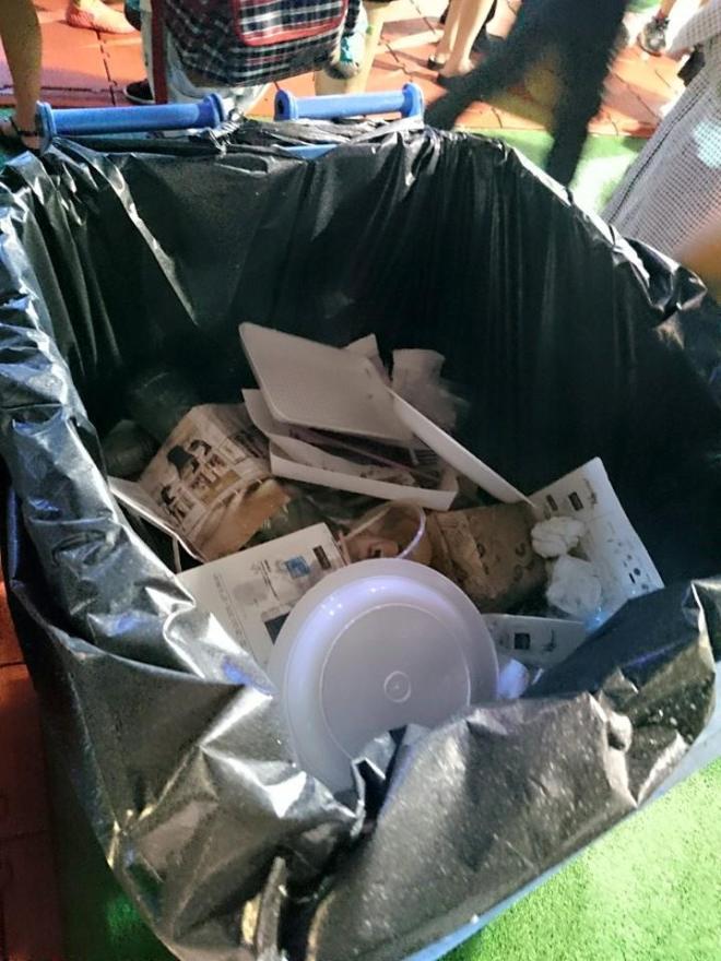 表面上是回收桶,實是垃圾桶