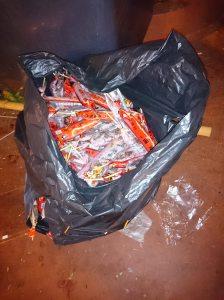 垃圾桶旁的冰糖葫蘆