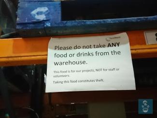 義工不能擅自拿取食物!