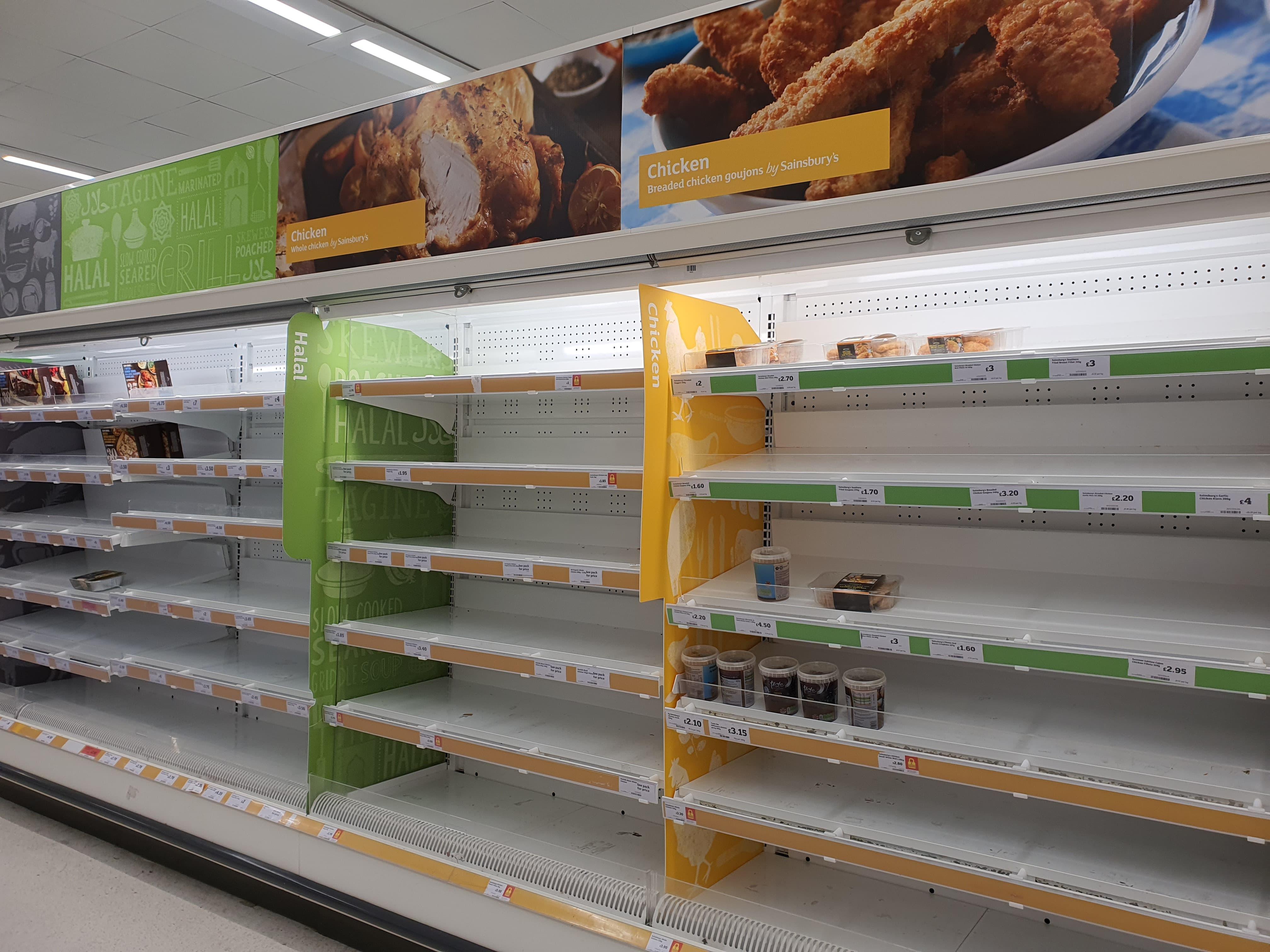 在武漢肺炎擴散後,倫敦超市的食物被搶購一空。