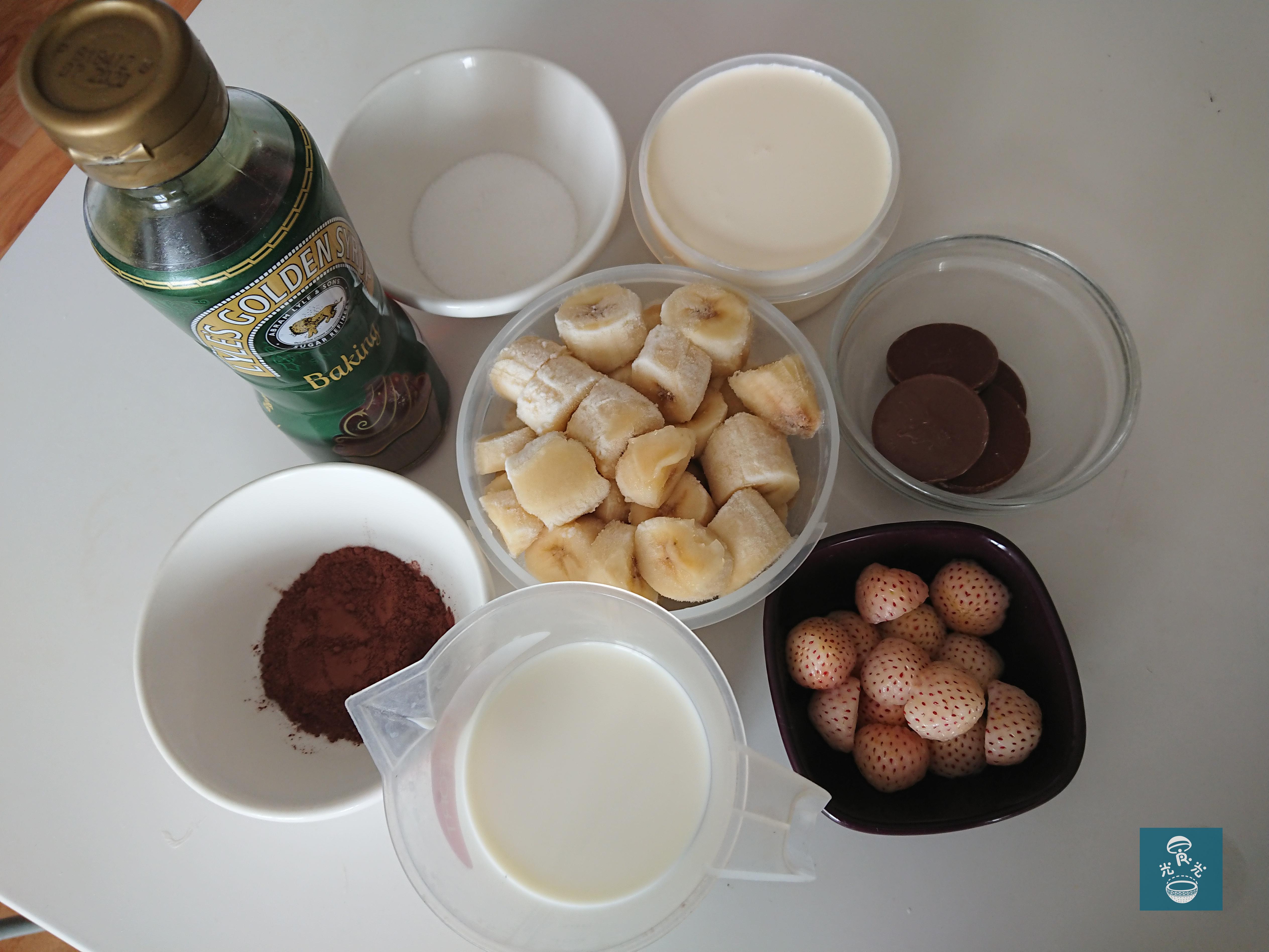 香蕉朱古力奶昔 Banana Chocolate Smoothie 香蕉 牛奶 士多啤梨 忌廉 糖漿 朱古力粒 可可粉